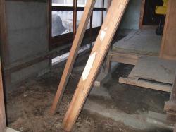廊下の床をはがしたところ