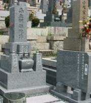 お墓の地震対策に取り組んでいます