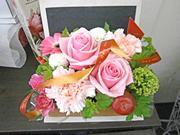 花はもちろんの事、花器にもこだわりがあります。
