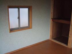 壁だったところに窓を作りました。