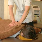 悪い筋肉に対して直接手で治療